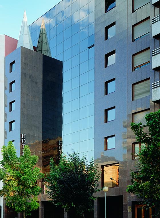 Fachada del Hotel Carlton Rioja